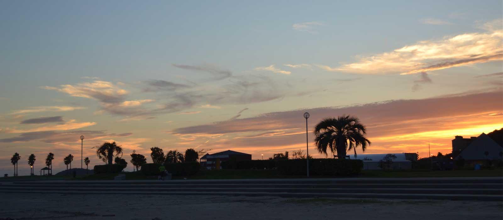 夕暮れのラグーナビーチ